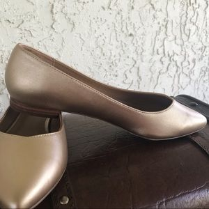 COMFORTVIEW  flat champagne gold pointed shoes